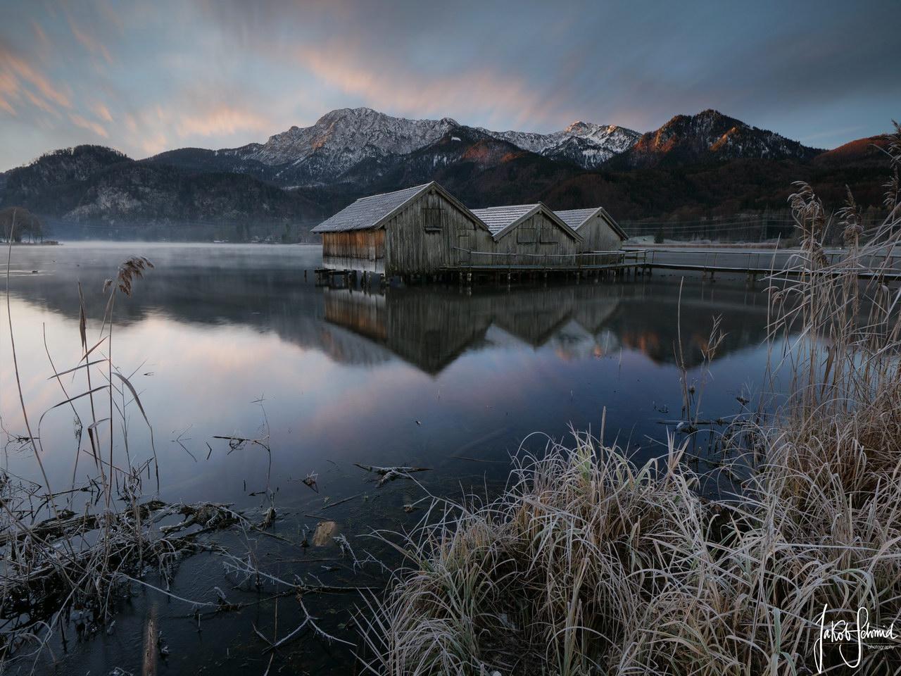 Bayern Kochelsee Schleedorf Bootshaus Winter